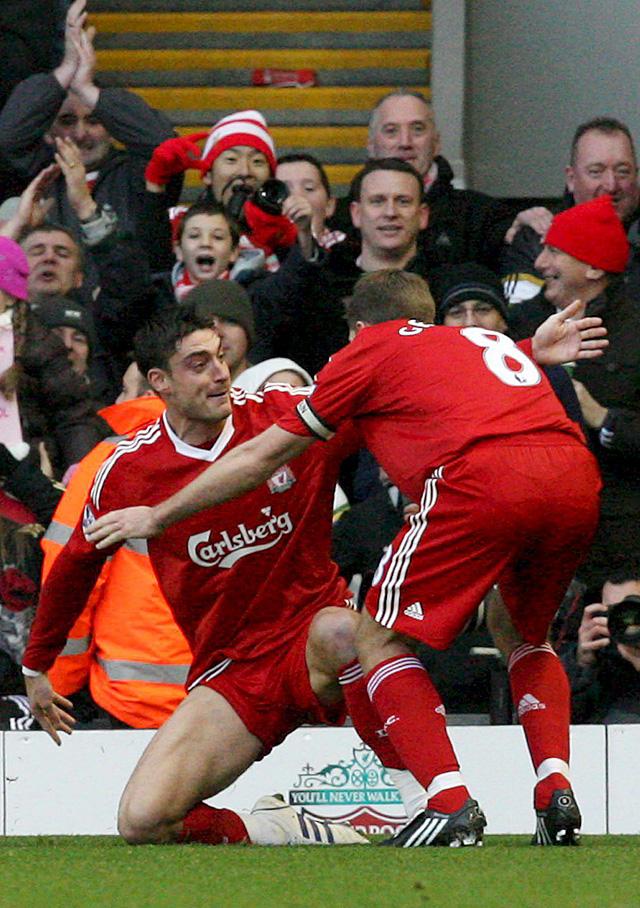 El Manchester sufre para ganar al Stoke, mientras el líder Liverpool y el Chelsea no fallan