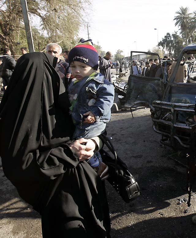 Al menos 24 muertos y 55 heridos por la explosión de un coche bomba en Bagdad