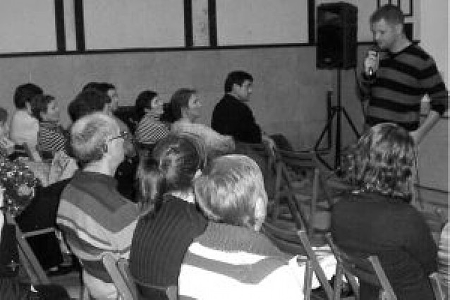 El periodista David Beriáin explicó en Oteiza su labor en zonas de conflicto