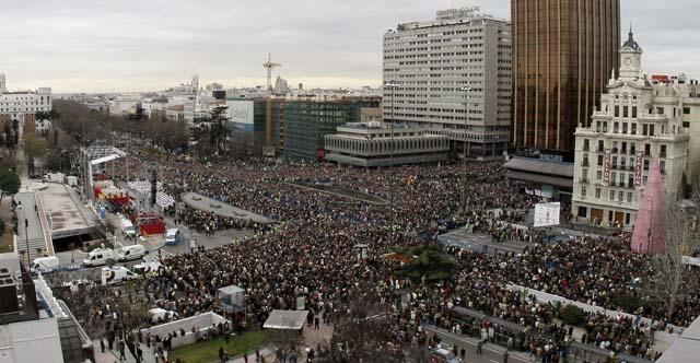 """El Papa invita a las familias españolas a que no dejen que """"los lazos del amor se dervirtúen"""""""