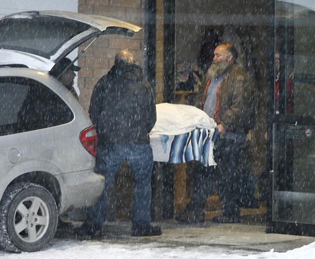 Hallan los cuerpos de siete personas sepultadas por las avalanchas en Canadá