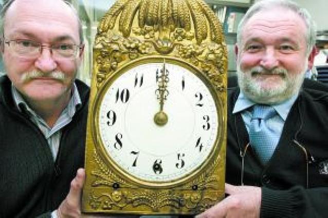 El reloj del Ayuntamiento de Pamplona, más exacto que el de la Puerta del Sol