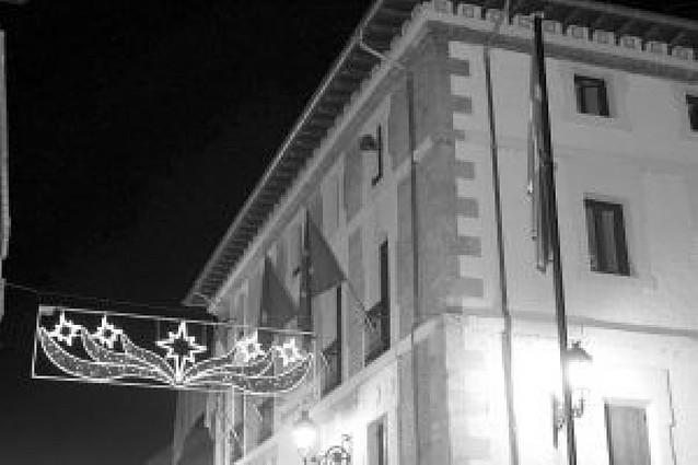"""El alcalde de Villava """"burló la ley"""" y tendrá que retirar la ikurriña"""