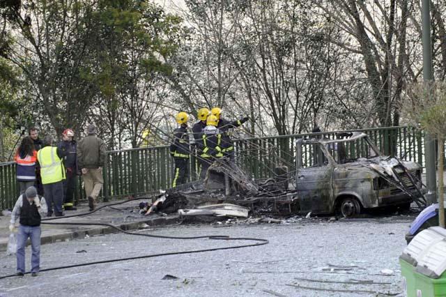 ETA ataca a los medios de comunicación con una furgoneta bomba contra EITB en Bilbao