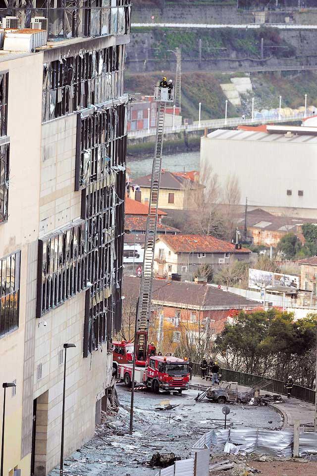 La policía busca a tres etarras que colocaron el coche bomba en Bilbao
