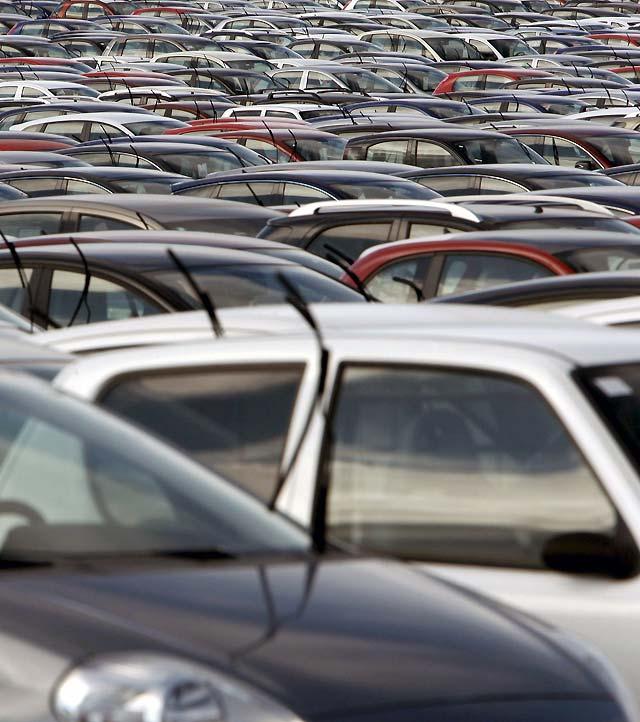 Las ventas de coches se hunden un 28,1% en 2008, la mayor caída de la historia