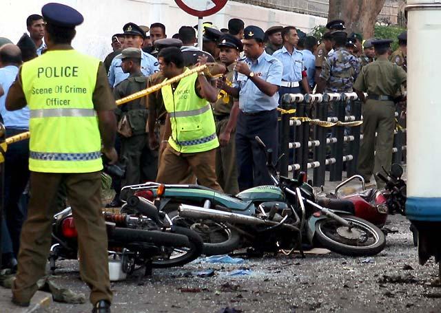 Dos soldados muertos y 34 personas heridas en un ataque suicida en Colombo