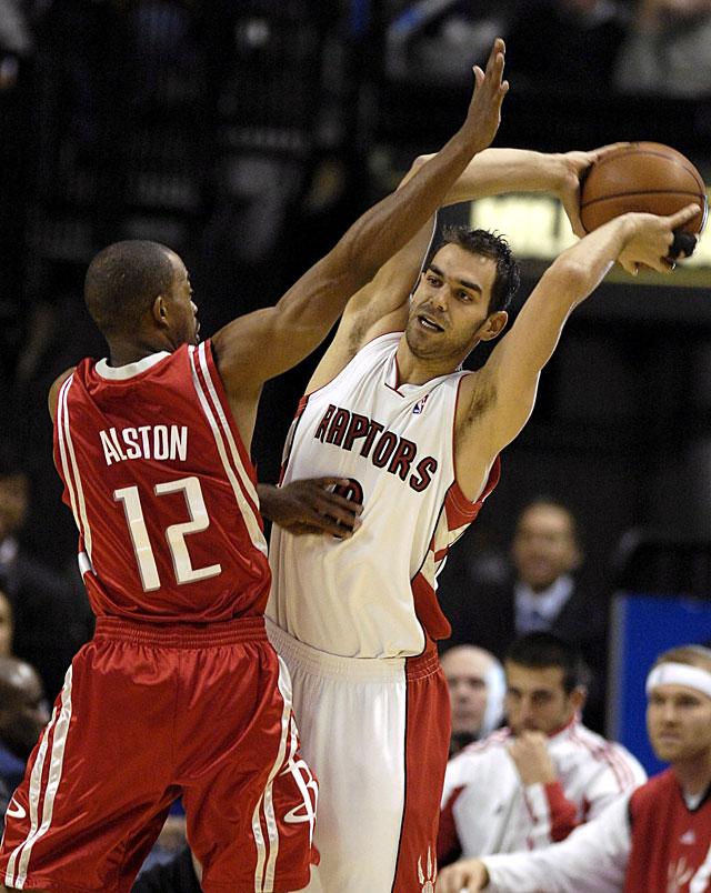 Bosh y Bargnani lideran a los Raptors, que pierden a Calderón por lesión