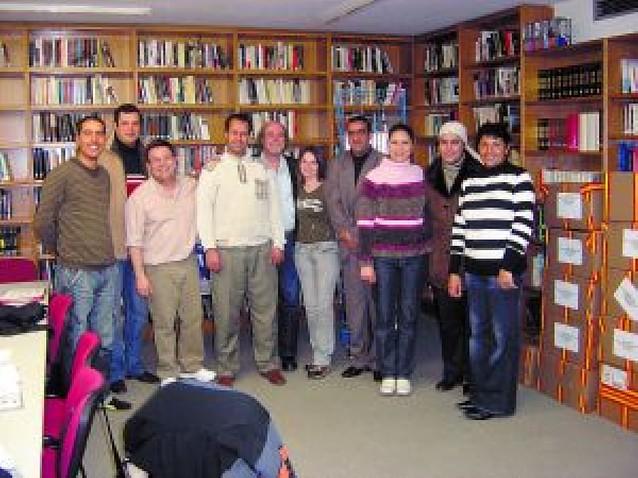 Sartaguda enseña castellano a vecinos de diferentes países