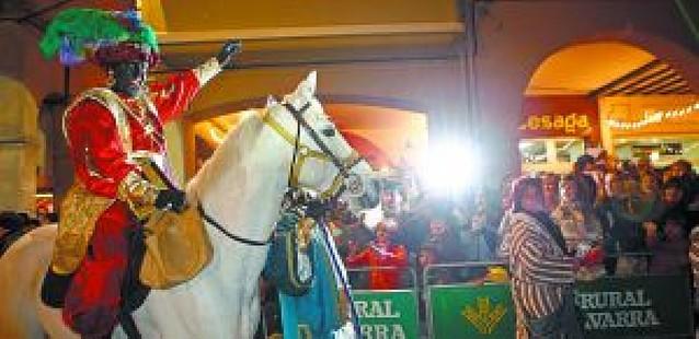 Una cabalgata a caballo por las calles de Estella