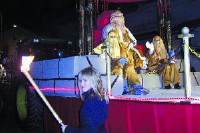 Siete carrozas traen ilusión y fantasía a niños y mayores
