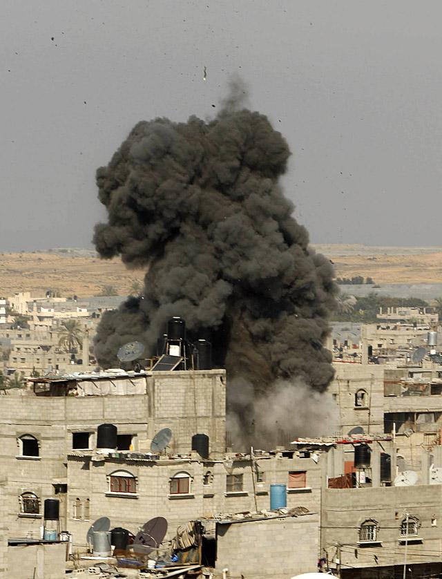 Israel estrecha el cerco de la ciudad de Gaza y los combates entran en las calles