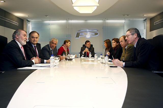 Rajoy asegura que la alternativa en el País Vasco pasa por el voto al PP