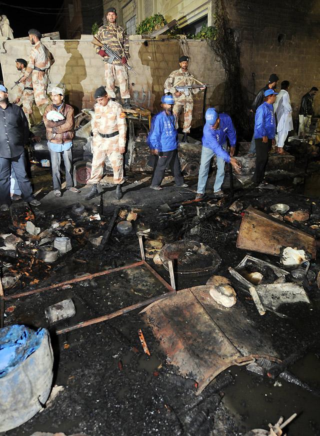 Ascienden a 40 los muertos en un incendio en Pakistán