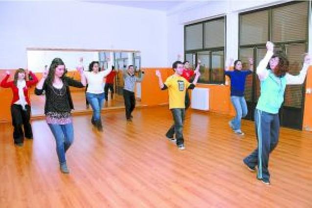 El grupo de danzas de Olite busca atraer nuevos miembros a través de un curso