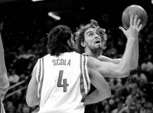 Pau Gasol anula a Scola en el duelo Lakers-Houston