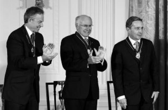 """Bush condecora con la Medalla de la Libertad a sus tres principales aliados y """"se olvida"""" de Aznar"""