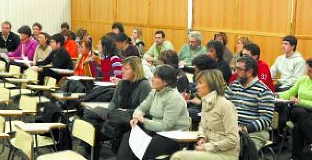 500 profesores de veinte centros públicos apoyan la jornada continua