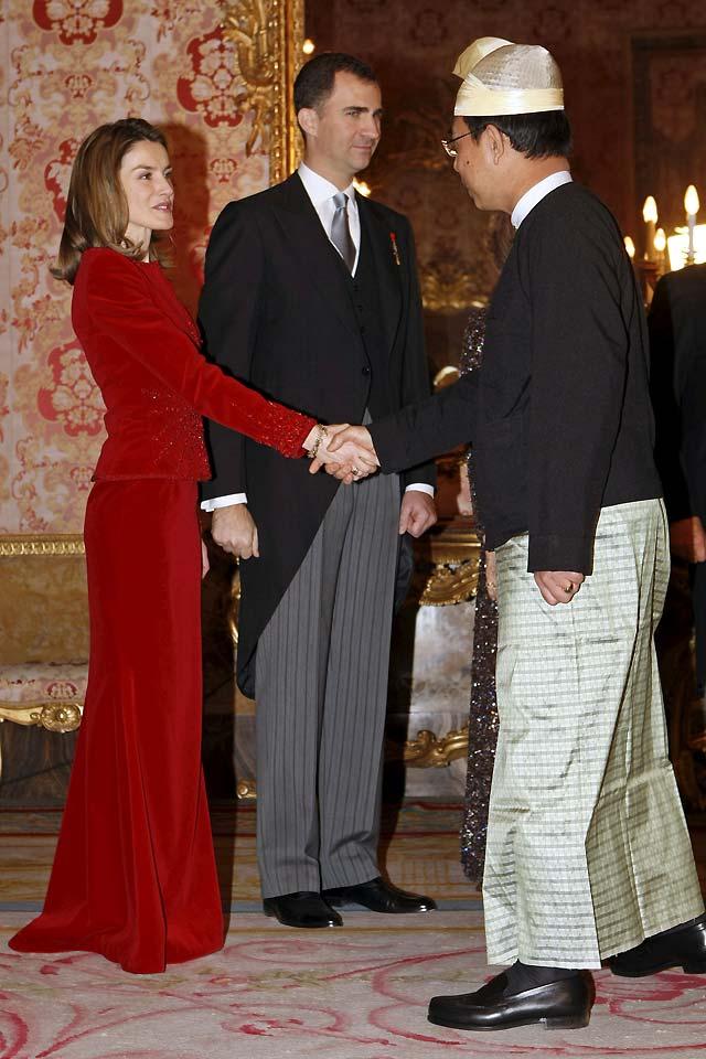 El Rey anima a los embajadores a redoblar los esfuerzos para lograr la paz en Gaza