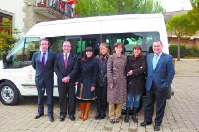 Egüés estrena una furgoneta adaptada para el servicio social