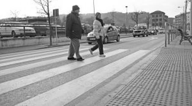 Todos los pasos para peatones de la travesía de Estella tendrán semáforo