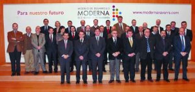 Sanz pide a 33 expertos iniciativas para que Navarra salga de la crisis