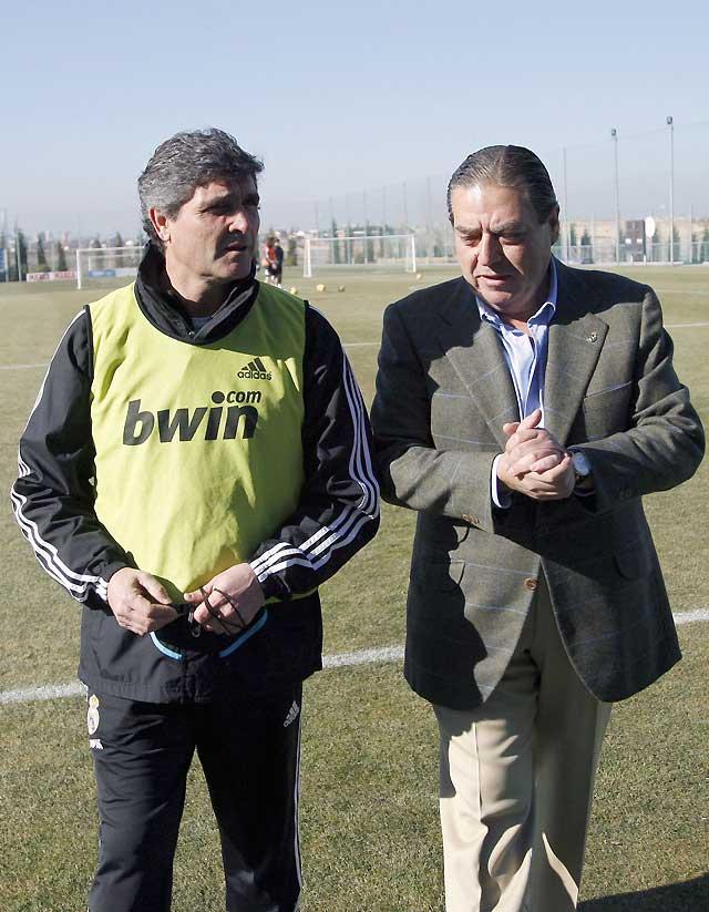Boluda se presenta a la plantilla y Calderón se despide