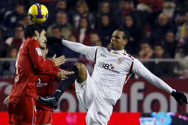 El Sevilla sufre para vencer a un Numancia en inferioridad numérica