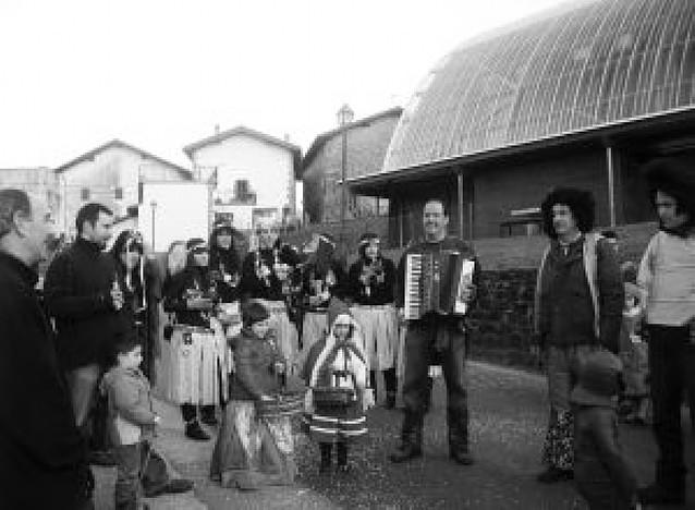 Eratsun recibe el carnaval en la calle