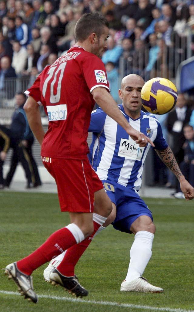 El Málaga golea al Espanyol (4-0)