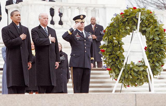 Obama depositó una corona de flores en la tumba del soldado desconocido