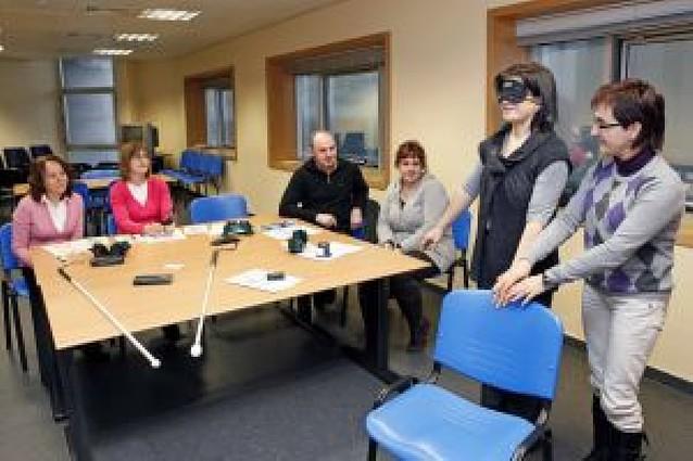 Curso para atender a personas con discapacidad visual para funcionarios