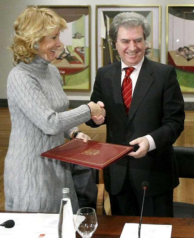 Aguirre pide a la Fiscalía que investigue la supuesta red de espionaje al vicepresidente de Madrid