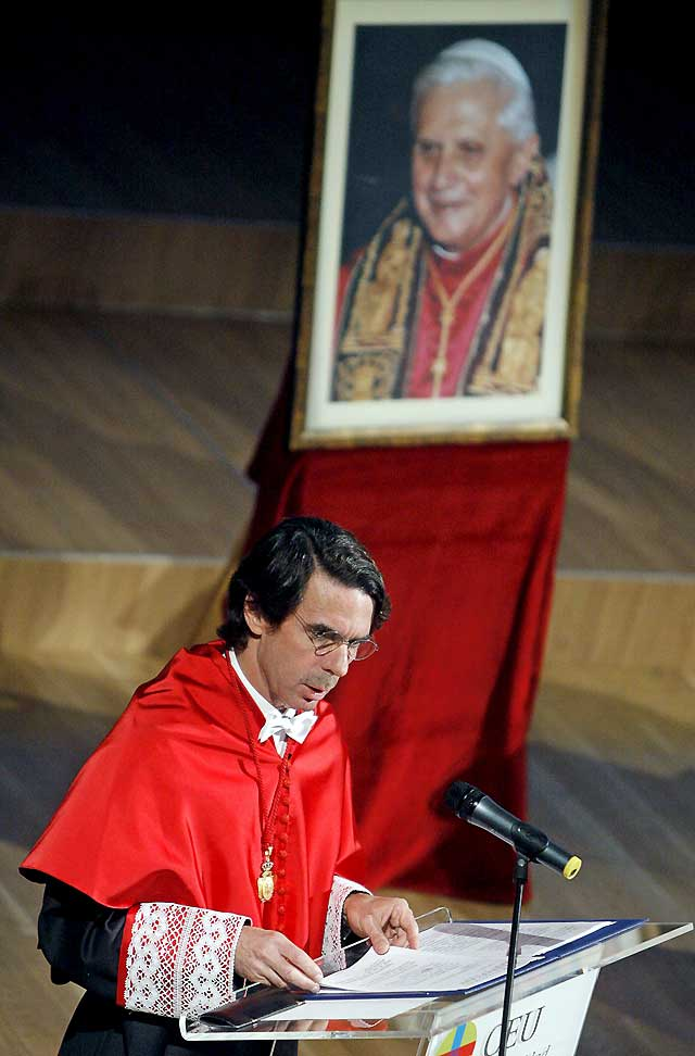 """Aznar pide crear una """"gran corriente de confianza"""" para superar una crisis que será """"más dura"""" si no se afronta"""