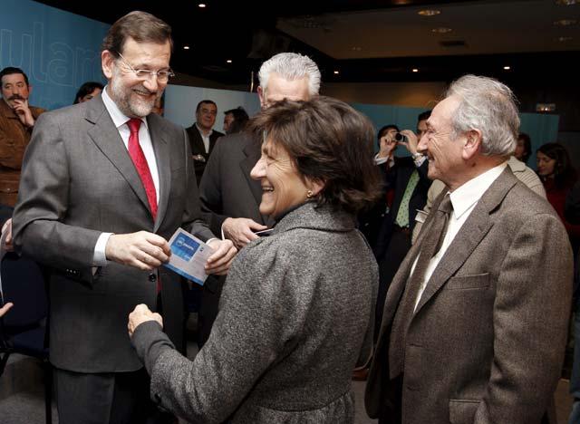 """Rajoy exige en Pamplona el cese de Solbes por """"sus errores y equivocaciones"""""""