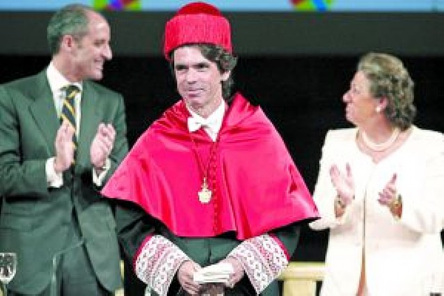 Aznar reclama consenso para afrontar la crisis