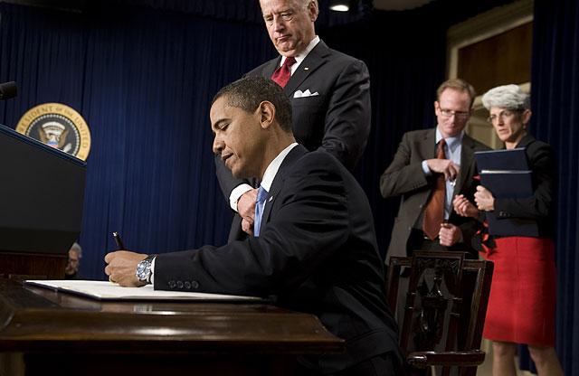 Obama congela el sueldo a los altos funcionarios de la Casa Blanca