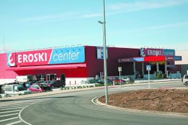 Eroski abre un supermercado con una plantilla de 22 personas