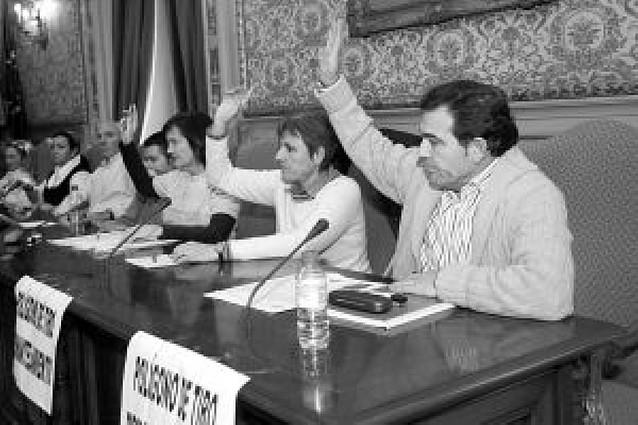 """NaBai y Cerezo critican la renuncia del PSN a hacer una """"oposición real"""""""