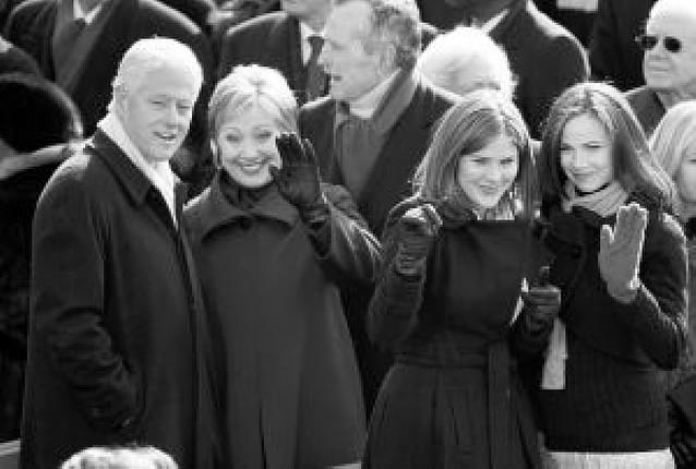 Las hijas de Bush aconsejan a las de Obama qué hacer en la Casa Blanca