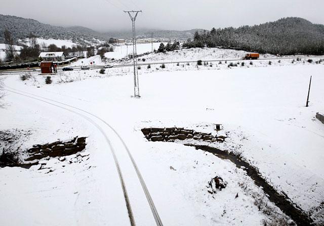 Las carreteras navarras se abren al tráfico tras las retenciones por la nieve
