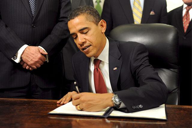Obama firma un decreto para cerrar Guantánamo en un año