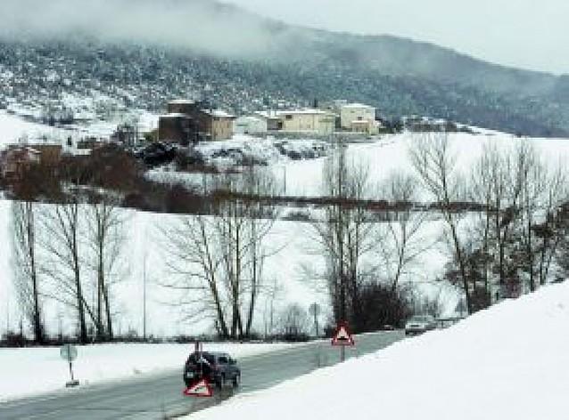 La ausencia de quitanieves causa un atasco kilométrico de 3 horas en el alto de Loiti