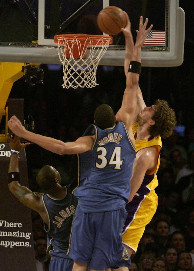 Lakers solventan por la vía rápida el encuentro contra Wizards (117-97)