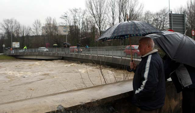 El riesgo por inundaciones disminuye tras estabilizarse el Ebro