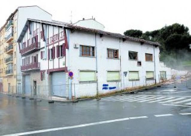 Comienza la demolición de la fábrica El Caserío