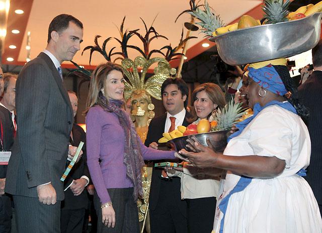 Los príncipes de Asturias inauguran Fitur 2009 en Ifema