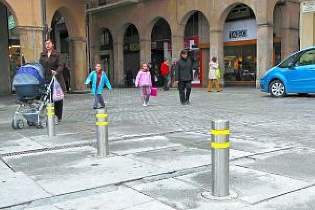 Estella reparará el centro de su plaza principal tras cerrarlo a los vehículos