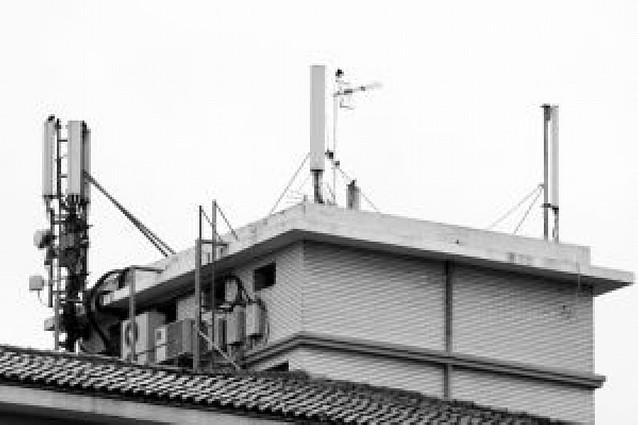 Denuncian la instalación de antenas ilegales camufladas en Pamplona