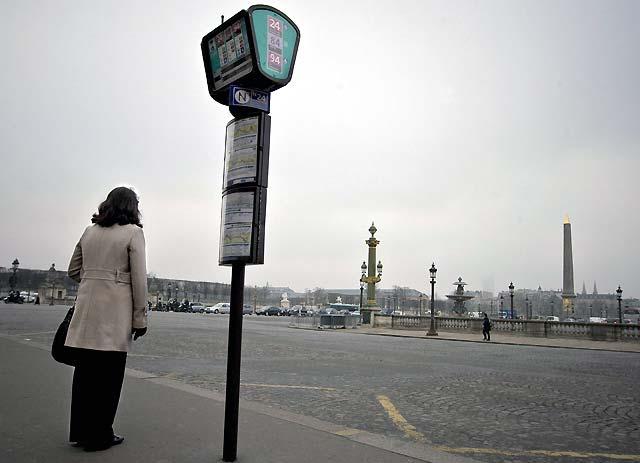 Francia contesta masivamente en la calle la política económica de Sarkozy